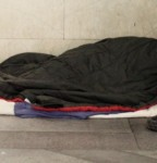 Genova, homeless presi a bastonate